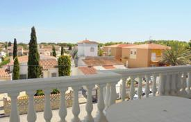 Apartments for sale in Empuriabrava. Cozy apartment with a terrace and mountain views, Empuriabrava, Costa Brava, Spain