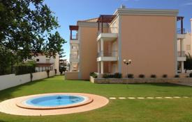 Apartments with pools for sale in Faro. New apartment in a closed condominium with pools, Olhos de Agua, Portugal