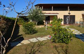 Property for sale in Diamante. A villa on the coast with own garden in the city Diamante, Calabria