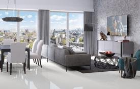 Apartments for sale in London. Comfortable apartment with a winter garden in a prestigious residential complex with a parking, a concierge and a gym, London, UK