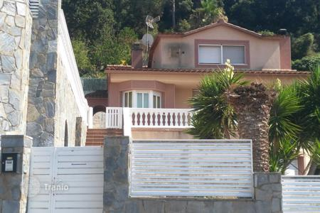 Bank repossessions property in Catalonia. Villa – Sant Fost de Campsentelles, Catalonia, Spain
