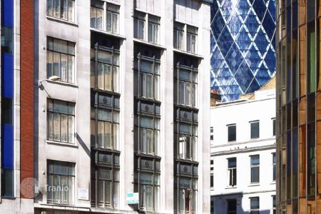Commercial property for sale in London. Apartment house with commercial space in central London. Profitability 4.6%