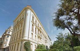 3 bedroom apartments by the sea for sale in Côte d'Azur (French Riviera). Top floor, 230 m² with triple exposure