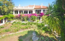 Villa with garden and two apartments near the center of Antibes and the beach for 1,100,000 €