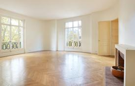 Luxury 3 bedroom apartments for sale in Ile-de-France. Paris 17th District – An over 200 m² apartment with huge potential