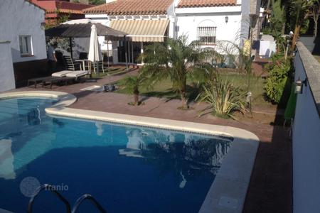 3 bedroom houses for sale in Andalusia. Beautiful chalet 1 km from La Barrosa beach in Chiclana-Cadiz-Spain