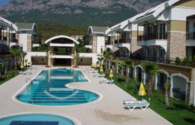 Apartments to rent in Turkey. Duplex with mountain views and a private beach in 150 m. Swimming pool, sauna and other amenities available. Kemer, Turkey