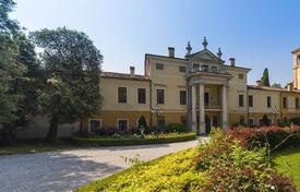 Houses for sale in Vicenza. Villa with 2 ancient buildings, picturesque park and swimming pool, in Vicenza, Veneto, Italy