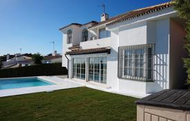 Comfortable villa with a private garden, a pool and a terrace, Estepona, Spain for 770,000 €