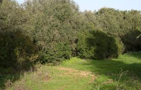 Large plot of land with mature trees and a view of the golf course, Sotogrande for 300,000 €