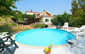 Coastal property for sale in Sibenik-Knin. Lovely family house near Šibenik