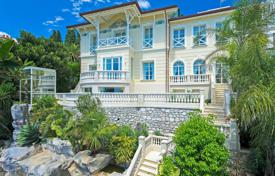 5 bedroom houses for sale in Roquebrune - Cap Martin. Roquebrune-Cap-Martin — Neo-Colonial villa