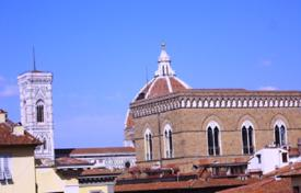 Luxury apartments for sale in Florence. Penthouse with a roof-top terrace and a view of the city, in a historic building, in the center of Florence, Italy