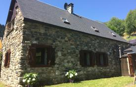 5 bedroom houses for sale in Occitanie. Comfortable villa with a garden, surrounded by a beautiful mountain landscape, Hautes-Pyrénées, France