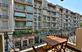 1 bedroom apartments for sale in Nice. Carre d'Or, large 2 room apartment, renovated, south facing with terrace, close to the sea