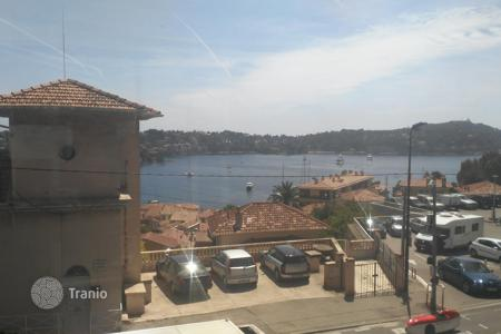 Coastal property for sale in Villefranche-sur-Mer. A charming 3-room apartment with a nice sea view