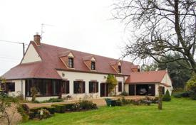 Residential for sale in Centre-Val de Loire. Villa – Centre-Val de Loire, France