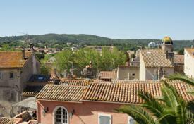 2 bedroom apartments for sale in Saint-Tropez. Saint-Tropez Center — Charming apartment