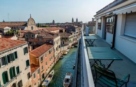 Spacious penthouse with a terrace and canal views, Venice, Italy for 2,500,000 €