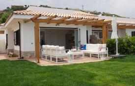 2 bedroom houses for sale in Calabria. Spacious villa in a residential complex with a pool, a garden and sea views, Zambrone, Calabria, Italy