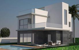 5 bedroom houses for sale in Costa Blanca. 5 bedroom luxury villa in a fantastic seaside location in Rocio del Mar, Torrevieja