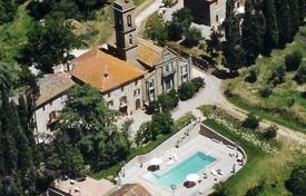 Villas and houses for rent with swimming pools in Monte San Savino. Castello di Maiano