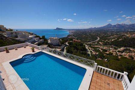 4 bedroom houses for sale in Altea. 4 bedroom villa with panoramic views of the Mediterranean sea and private pool in Altea