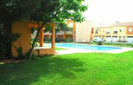 Cheap apartments with pools for sale in Costa Brava. Apartment – Empuriabrava, Catalonia, Spain