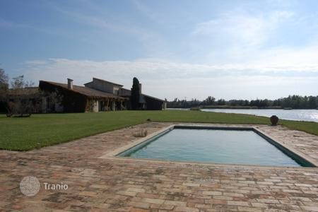 Luxury residential for sale in Gard. Close to Arles — Protected area property