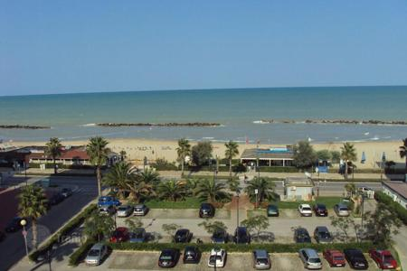 Apartments for sale in Montesilvano. Fully furbished Top floor apartment with large terrace on the sea front