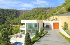 Luxury houses for sale in Majorca (Mallorca). Furnished villa with a private garden, a pool, a parking and sea views, Son Vida, Spain