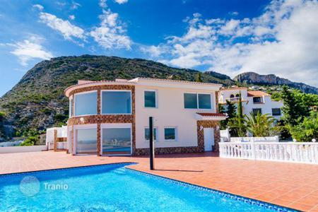 Houses with pools by the sea for sale in Calpe. Spacious villa with sea view, Calpe, Spain