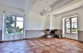 Property for sale in Ascain. Apartment in a 17th century building with a park in Ascain, Aquitaine, France