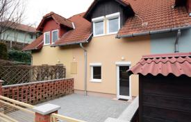 3 bedroom houses for sale in Hungary. Completely renovated townhouse in a tranquil part of Hévíz within 1 km from the thermal lake