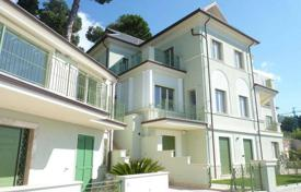 1 bedroom apartments by the sea for sale in Alassio. One-bedroom apartment with a terrace, a garden and a view of the sea, in a historic villa, at 500 meters from the beach, Alassio, Italy
