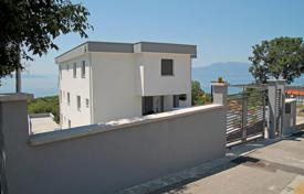 Apartments with pools for sale in Croatia. Spacious apartment with a terrace overlooking the sea and the Kvarner Bay, in a complex with swimming pool, in Kostrene, Croatia
