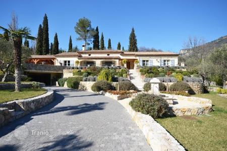 Houses for sale in Le Bar-sur-Loup. Villa – Le Bar-sur-Loup, Côte d'Azur (French Riviera), France