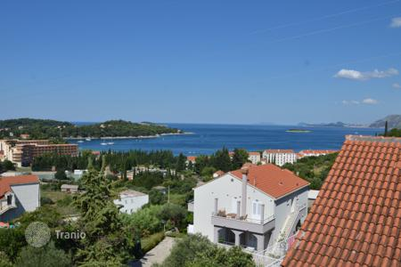 Coastal apartments for sale in Dubrovnik Neretva County. Sea view apartment in a building with a parking in Cavtat, Croatia