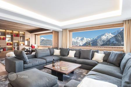 6 bedroom villas and houses to rent in Courchevel. New chalet in Courchevel with a pool, a sauna, a terrace, a fitness center, and a mountain view, near the slopes and the center of the town