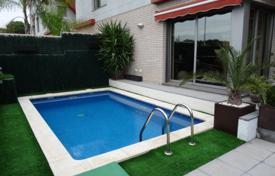Townhouses for sale in Tarragona. House with a swimming pool, Cambrils, Spain