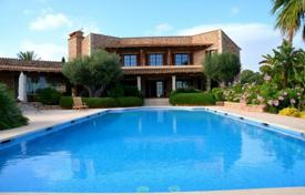 Property for sale in Majorca (Mallorca). Beautiful stone country Villa for sale with captivating sea views, Calonge, Spain