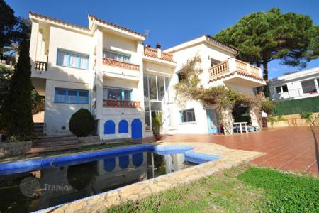 Luxury 3 bedroom houses for sale in Costa Brava. Villa – Lloret de Mar, Catalonia, Spain