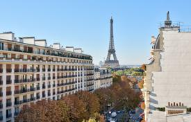 2 bedroom apartments for sale in Paris. Paris 8th District — Penthouse — Avenue Montaigne
