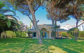 Luxury 6 bedroom houses for sale in Costa del Sol. Beachside property in an ideal location