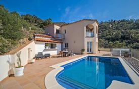 Two-storey villa with a pool and a terrace, overlooking the bay of Rosas, Palau-Sabardera, Spain for 650,000 €