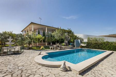 4 bedroom houses for sale in Pollença. Private villa with pool, large terrace and garden Pollensa, Mallorca, Spain