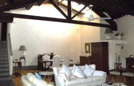 3 bedroom apartments for sale in Florence. Apartment in a historical building from the XVI century, Florence, Tuscany, Italy