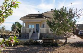 Property for sale in El Pinós. Villa with a swimming pool, Pinoso, Spain