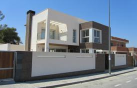 Houses with pools by the sea for sale in Mil Palmeras. Villa – Mil Palmeras, Valencia, Spain