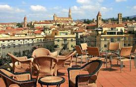 4 bedroom apartments for sale in Arezzo. Apartment – Arezzo, Tuscany, Italy